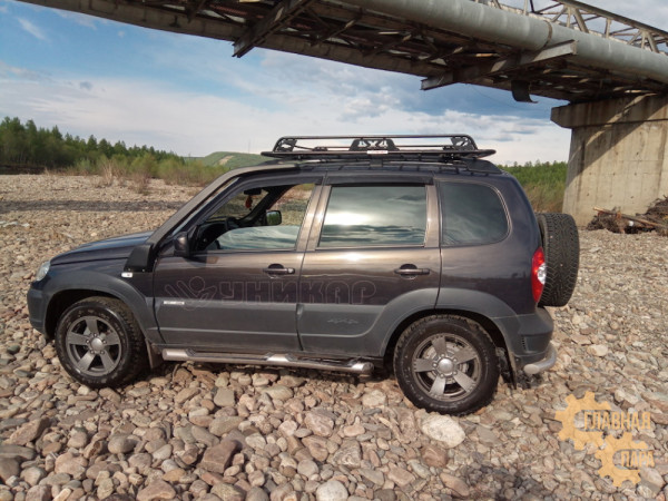 Багажник УНИКАР на рейлинги ВАЗ-2123 Chevrolet Niva сварной с боковым ограждением и сеткой,