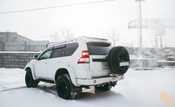 Задний силовой бампер STC для Toyota Land Cruiser Prado 150 с квадратом под фаркоп и калиткой