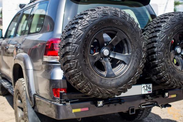 Задний силовой бампер STC для Toyota Land Cruiser 200 с площадкой под лебедку, квадратом под фаркоп, калиткой и фонарями